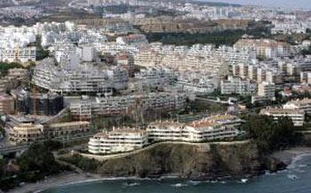 Uno de los muchísimos mega-construcciones turísticas que tanto 'enriquecen' el panorama de las costas de España.